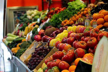 Verse groenten en fruit op de markt
