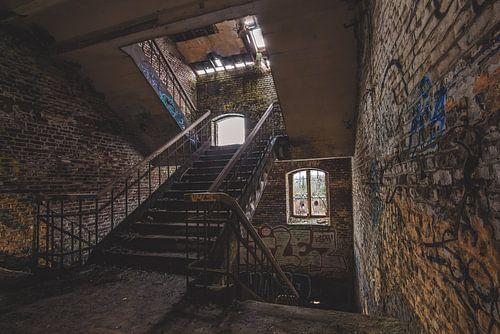Verlaten gebouwen canvas verlaten gebouwen poster of verlaten gebouwen dibond - Schilderij trap ...