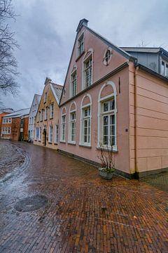 Kleurrijke huizen in Aurich van Edith Albuschat