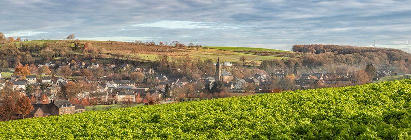 Panorama van het kerkdorpje Eys in Zuid-Limburg van John Kreukniet
