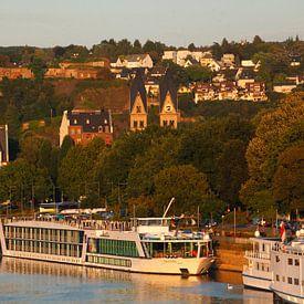 Peter-Altmeier-Ufer an der Mosel mit Altstadt von Torsten Krüger