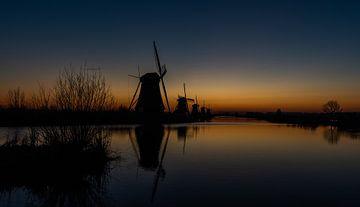 Krieken van de dag bij de molens van Kinderdijk, UNESCO werelderfgoed. van Jaap van den Berg