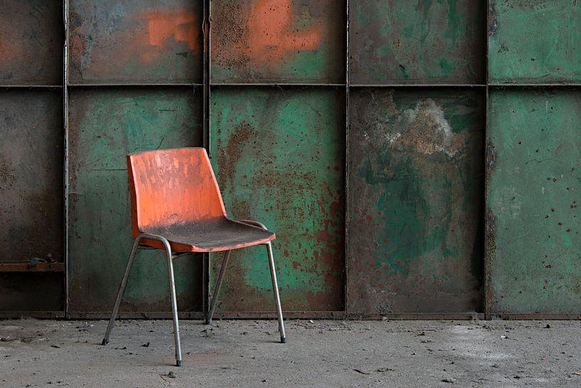 oranje stoel van Roel Boom