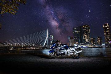 Suzuki Hayabusa an der Erasmusbrücke in Rotterdam. von Stefan van der Wijst