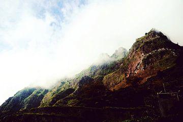 Berge im Nebel von YesItsRobin