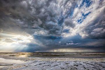Sonne bricht durch die Wolken von eric van der eijk