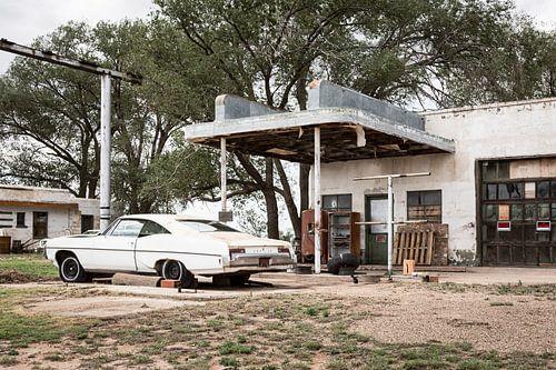 Oude auto langs historische Route 66