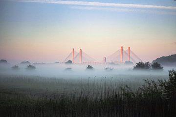 Martinus Nijhoffbrug in ochtendgloren van Iris Lobregt