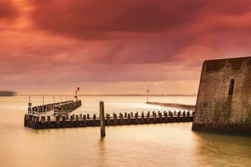 Holländische Wolken über dem Hafen von Vlissingen an der Küste von Zeeland von gaps photography