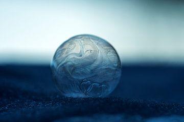 Winterse creaties met een ijsbal van J..M de Jong-Jansen