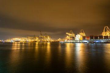 Nachtzicht op de ECT Terminals in de Rotterdamse Haven bij de Maasvlakte