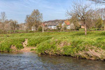 Vakwerkhuisjes en de Geul bij Mechelen In Zuid-Limburg