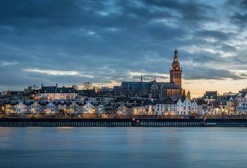 watching the city lights Nijmegen van Mario Visser