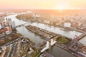 Luchtfoto Rotterdam Centrum met ingepakte Hef van