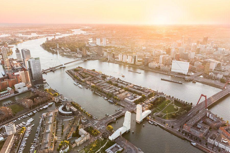 Luchtfoto Rotterdam Centrum met ingepakte Hef