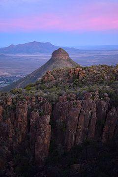 Roze zonsondergang, Valei der Verlatenheid, Zuid-Afrika van Elles van der Veen
