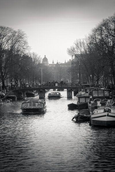 Amsterdam highway van Iconic Amsterdam