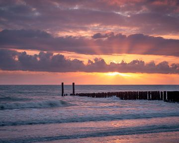 Farbenprächtiger Sonnenuntergang in Zeeland von Sander Grefte