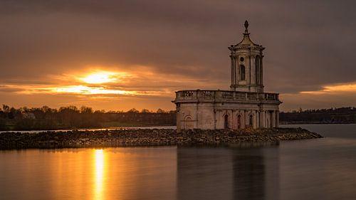 St Matthew's Church in Normanton bij zonsondergang
