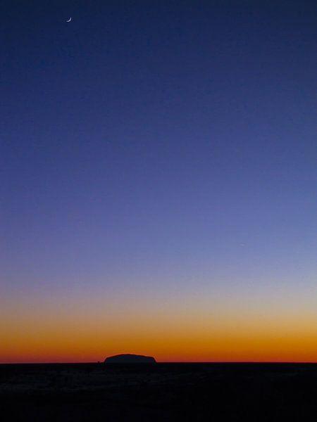 Zonsopkomst bij de Uluru of Ayers Rock, Australië van Rietje Bulthuis