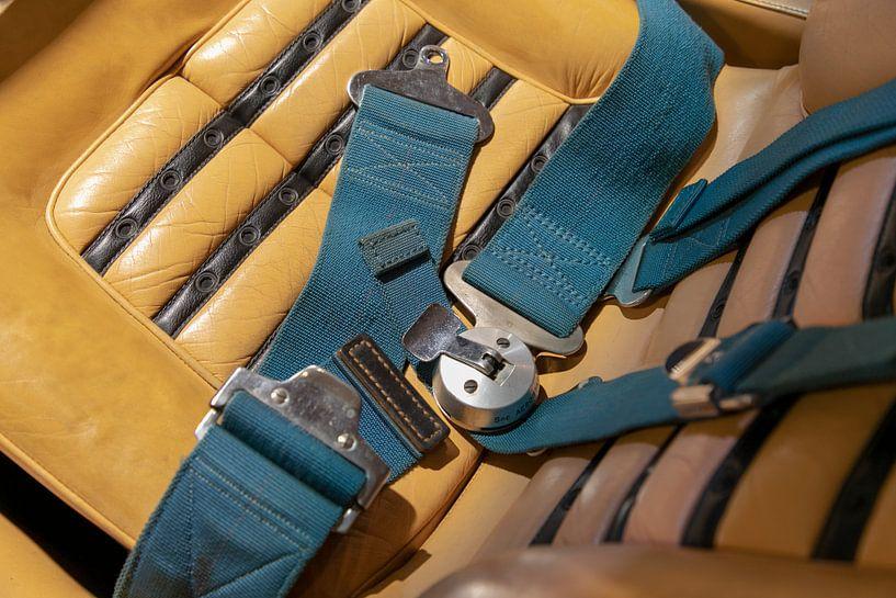 Ceintures de sécurité attachées - Ferrari 365 classique sur Ton Tolboom