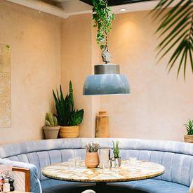 Modern café in Parijs | Frankrijk reizen pastel fine art fotografie van Raisa Zwart