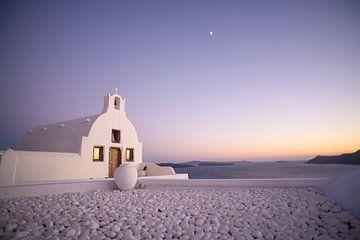 Kerkje in Oia, Santorini, Griekenland. van Robert van Hall