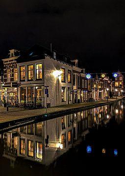 Maassluis source rue centre ville nuit vieille ville authentique reflétée dans l'eau sur Marco van de Meeberg