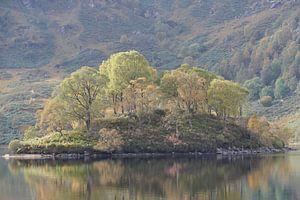 Eiland in Loch Katerina van Peter Polling
