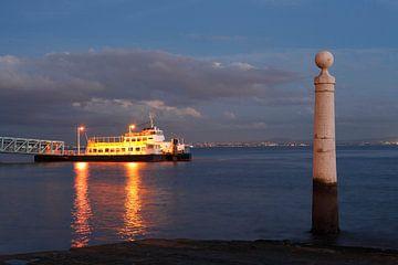Lissabon : Schiffsanleger am Rio Tejo