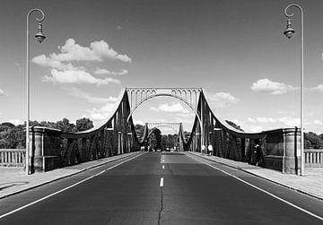 Die Strasse nach Berlin an der Glienicker Brücke