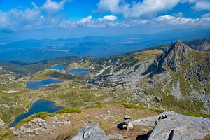 Berg uitzicht in Bulgarije van Lizet Wesselman