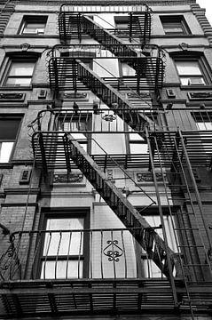Brandtrappen in Manhattan (NY) van Willem Holle WHOriginal Fotografie