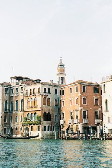 Reisfotografie   Architectuur van Venetië   Pastelkleurige gebouwen en de grachten   Italië
