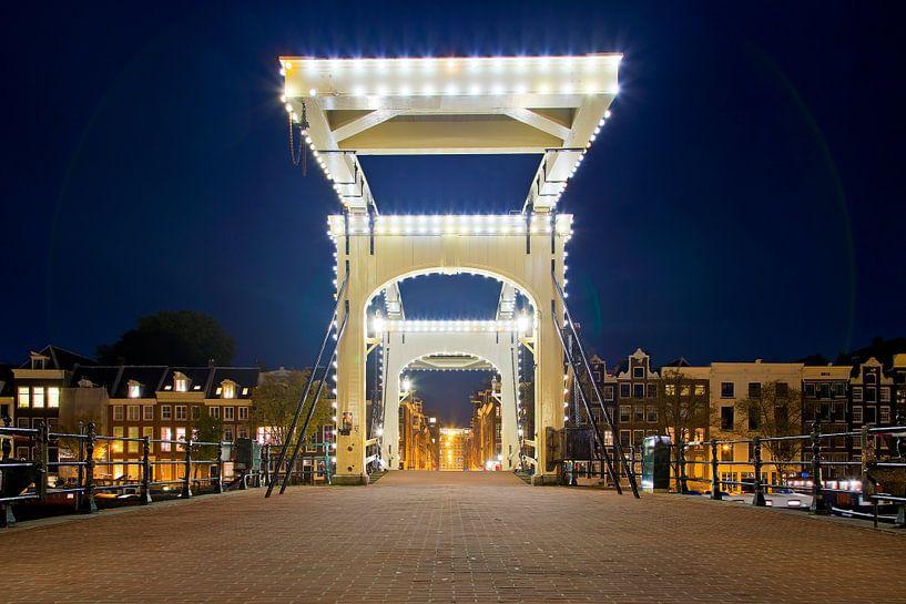 Magere Brug @night Amsterdam van Anton de Zeeuw