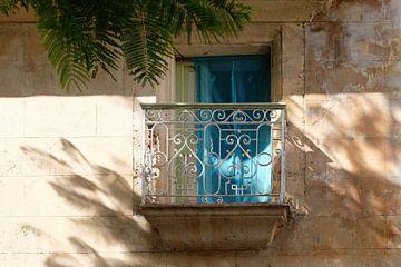 Zomers balkon in Havana, Cuba van SomethingEllis