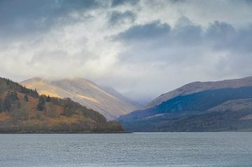 Regen in Inveraray Schotland van Cilia Brandts