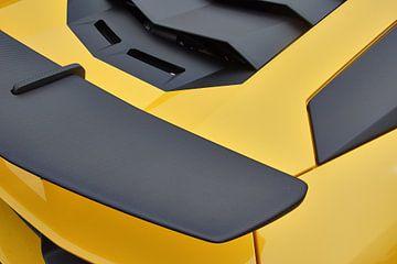Detailfoto van een gele Lamborghini Aventador LP 750-4 SV. van Xander Verweij
