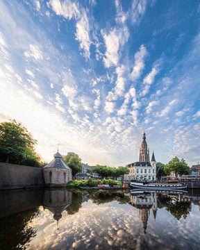Spiegelung des Sonnenaufgangs Spanjaardsgat in Breda