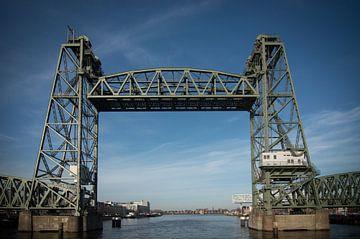 De Hef (Rotterdam) tegen mooi blauwe achtergrond