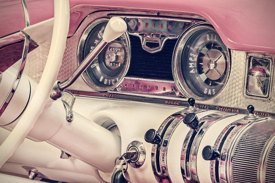De roze Buick Century Convertible van Martin Bergsma