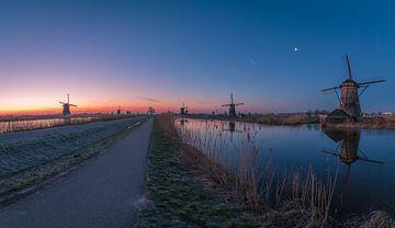 Zonsopkomst koude winterdag Kinderdijk von AdV Photography