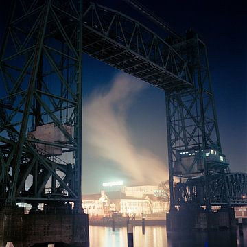 Rotterdam bij nacht van