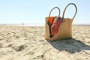 Strandtas op strand van Harry Wedzinga