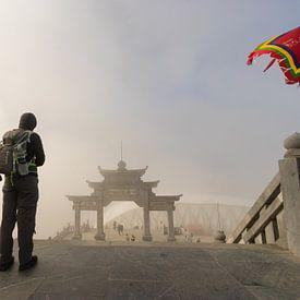 Vers la porte - Fansipan, Sa Pa, Vietnam sur Thijs van den Broek