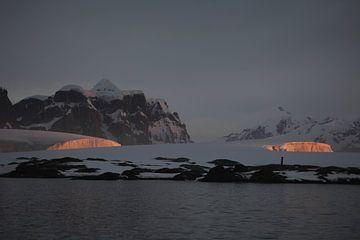 Sunset Antarctica van ad vermeulen