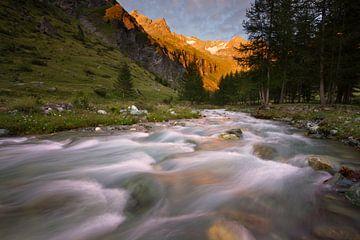 Alpen-Glow in de Franse Alpen van Hans van den Beukel