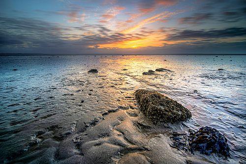 Waddenzee met slikken en zonsondergang