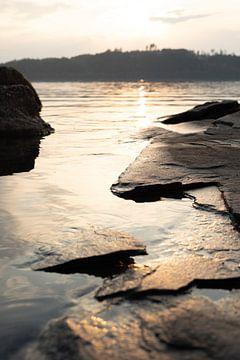 Zonsondergang aan het meer van Tomas Grootveld