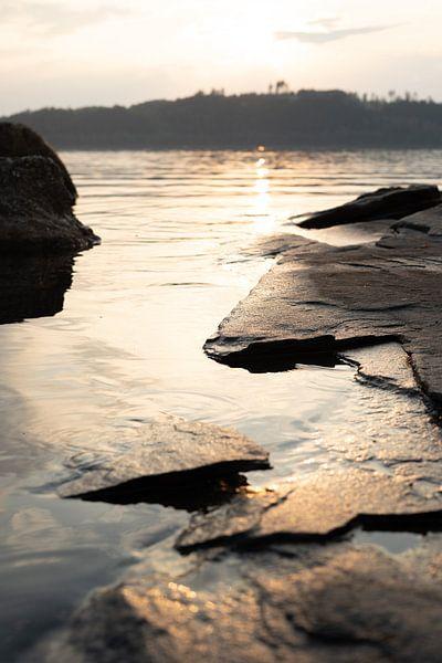 Coucher de soleil au lac sur Tomas Grootveld